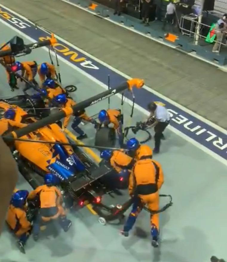 F1 Forma-1 McLaren Forma-1 kerékcsere Carlos Sainz Szingapúri Nagydíj 2019