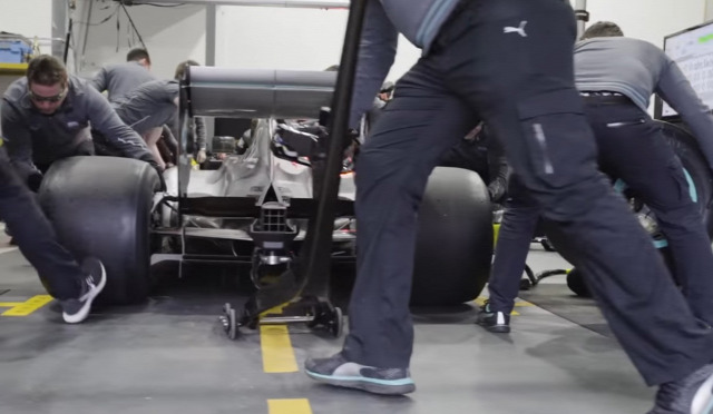 F1 Forma-1 Forma-1 kerékcsere Williams Mercedes Pirelli
