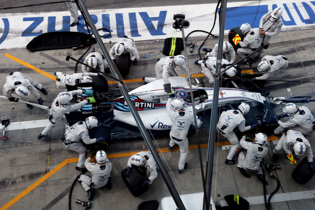 F1 Forma-1 Forma-1 kerékcsere Williams Mercedes Pirelli