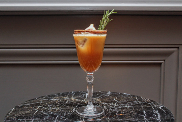 receptúra deák street kitchen ritz-carlton hendricks st germain gin russian standard vodka spring break grapefruit bay heisenberg illegal mezcal monkey shoulder whisk(e)y elyx pineapple absolut talisker mandarin napoleon kreinbacher pezsgő