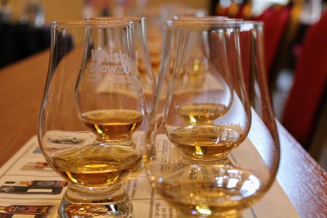 whiskynet whisky show springbank bruichladdich octomore signatory wilson and morgan tobermory imperial gordon and macphail mortlach duncan taylor allt a bhainne ardbeg ian macleod whisk(e)y kóstoló