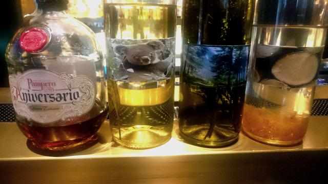 blue fox the bar felhősi attila kóstoló rum vodka bor holdvölgy furmint parazsázsa fenyő cédrus eukaliptusz