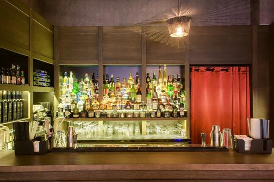 tuk tuk bar casati hotel saigon thai chi-lee tuk tuk martini receptúra vodka smirnoff gin bombay sapphire whisk(e)y scotch whisky monkey shoulder kwai feh martini