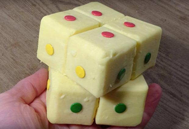 videó bűvös kocka Rubik-kocka cheddar sajt ehető