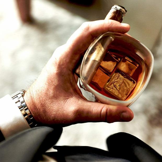 Hétvégi dizájn Whisky szivar tartó pohár