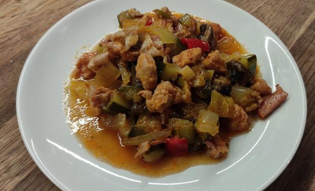 recept főétel húsétel melegétel zöldség csirke mell cukkini paprika hagyma gomba