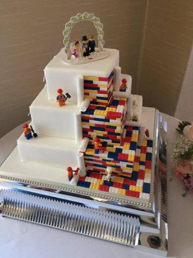 hétvégi dizájn torta LEGO esküvői