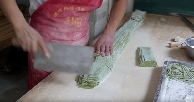 videó Street Food Kína tészta spenótos