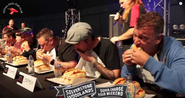 videó verseny hotdog evés