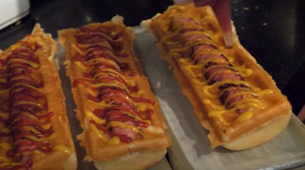 videó street food hotdog virsli goffri