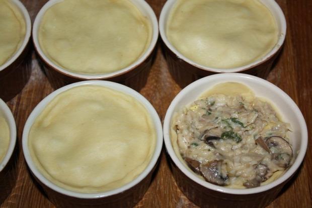 recept főétel melegétel tészta pite húsos gombás sajtos
