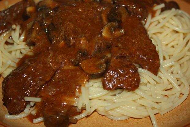 recept melegétel főétel húsétel marha paradicsom spagetti gomba csiperke