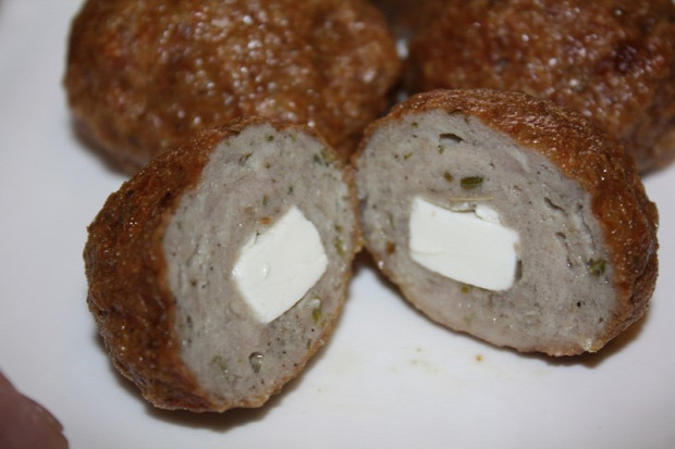 recept főétel melegétel húsétel sült fasirt húsgolyó görög töltött feta