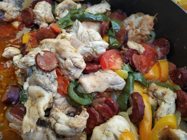 recept főétel húsétel csirke kolbász paprika