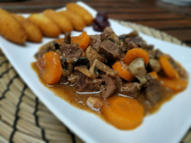 recept főétel húsétel meleg étel vaddisznó répa gomba bor narancs