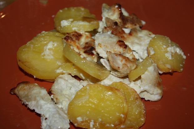 recept melegétel főétel húsétel serpenyős csirke krumpli tejföl