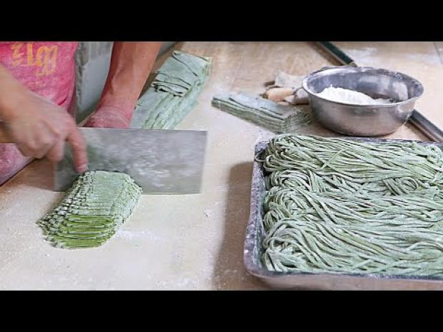 videó street food kínai tészta zöld