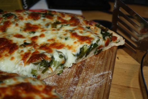 recept főétel melegétel tészta kenyér medvehagyma cheddar mozzarella