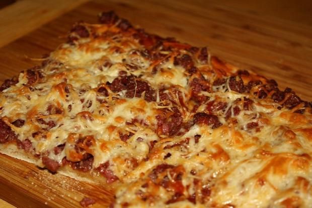 recept főétel melegétel tészta lepény marhahús sajt