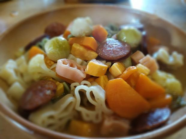 recept leves egytálétel melegétel kelbimbó karfiol édesburgonya tészta répa