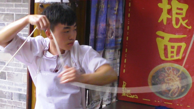 Street Food utcai árus Kína élelmiszer tészta szakács