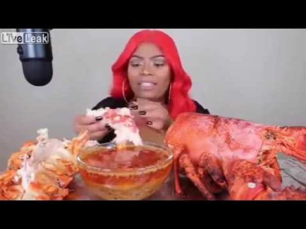 videó homár evés