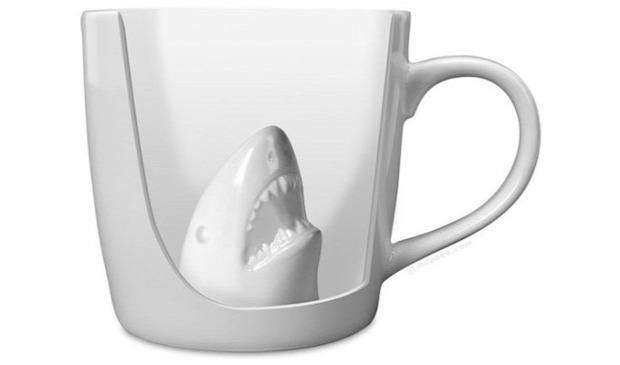 hétvégi dizájn cápa bögre támadás