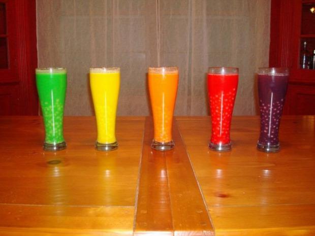 alkohol koktél vodka színes édes skittles