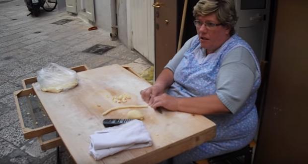 videó Bari Olaszország tészta készítés