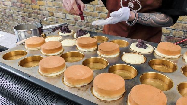 videó street food London japán sütemény