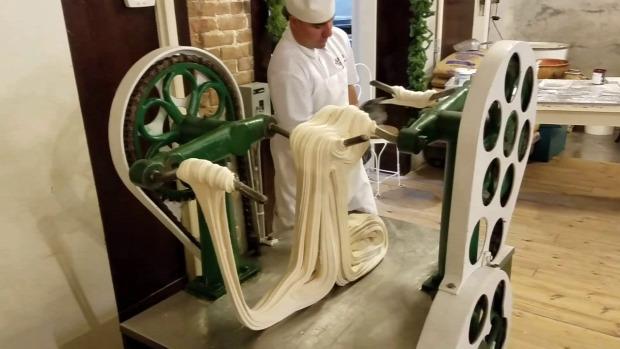 videó cukrászda látvány készítés karamella