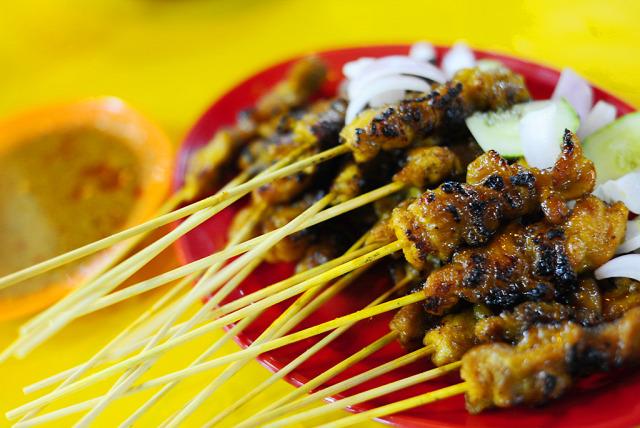 csirke nyárs satay indonéz konyha mogyoró mogyorószósz kókusztej