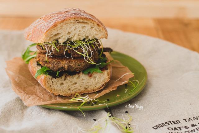lencse burger vegán vegetáriánus vega dió lenmag répa fasírt lencsefasírt zizi kalandjai