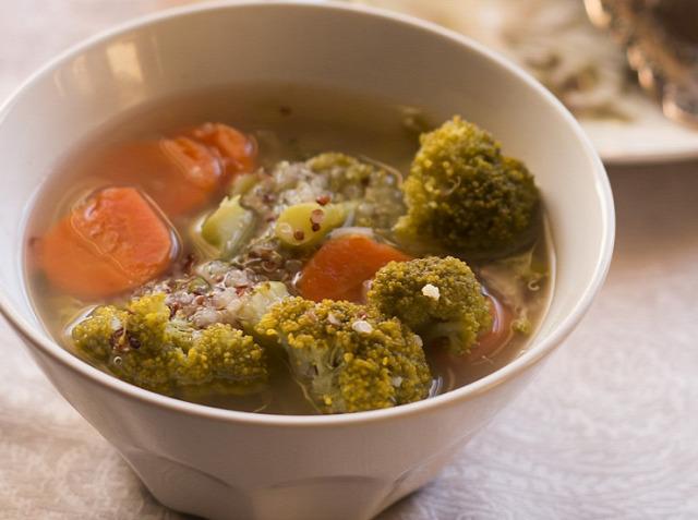 leves tél brokkoli quinoa recept melegítő étel hagyma homebisztro édeskömény vega vegetáriánus vegán diéta