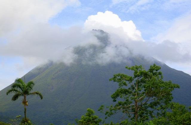 Ritkán mutatja meg magát a vulkán csúcsa