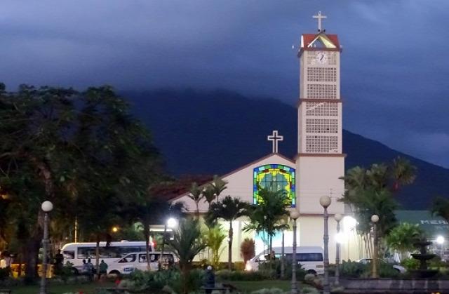 Templom La Fortuna főterén