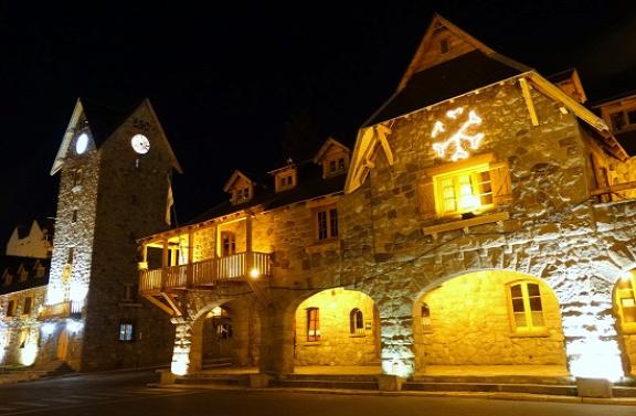 Bariloche főtere éjszakai fényben