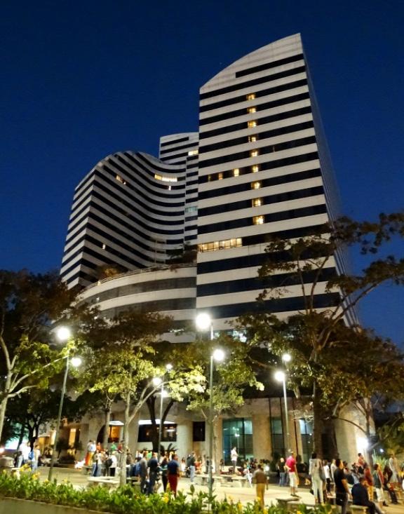 A Hotel Intercontinentallal szemben rabolták el a motort