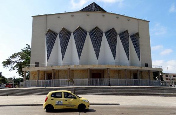 Színháznak néz ki Barranquilla katedrálisa