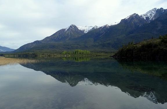 Nyugodt az Epuyén-tó vize
