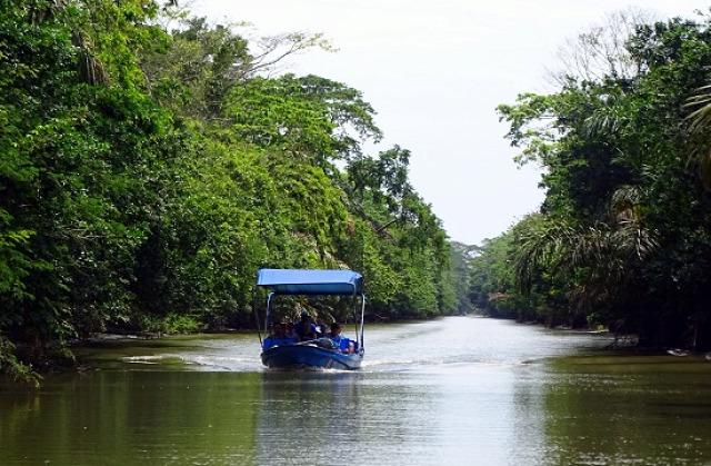 Csónakkal utazunk Moínba