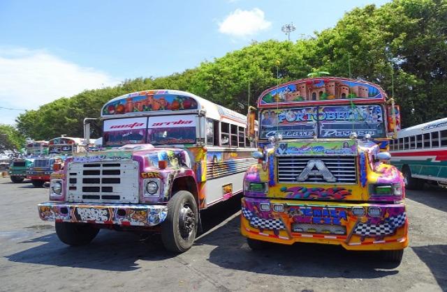 Colónban a színes buszokon kívül semmi látványos nincsen