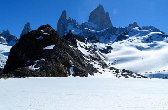 A Laguna de los Tres-t még jég borítja