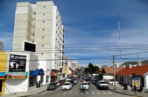 Tipikus utcakép Comodoro Rivadaviában