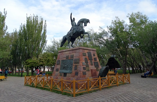 Rio Gallegos főterén legalább van egy szobor