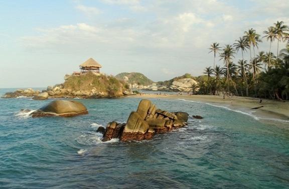 Ilyen tengerpartokon tölthetik el az évi 33 szabadnapjukat a kolumbiaiak