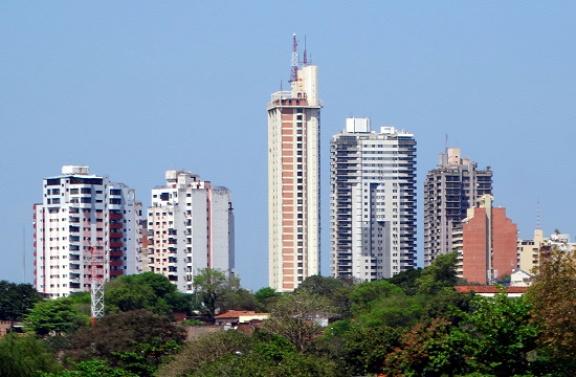 Toronyházak épülnek Asunción szerte