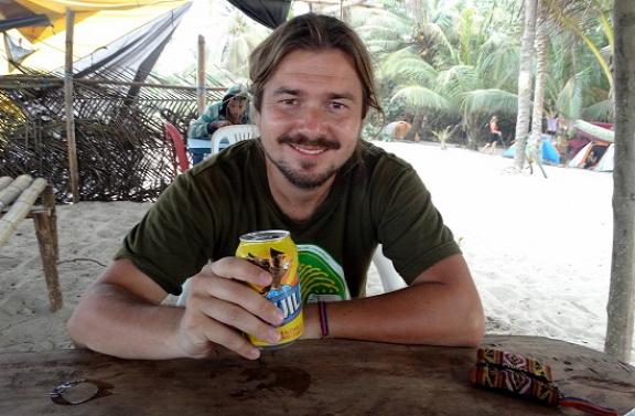 A Karib-tenger partján mindenki Aguilát iszik