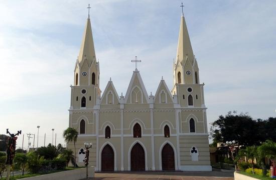 Templom Moján főterén