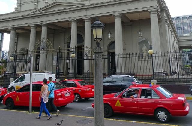Az egyszínű taxi még nem jelent biztonságot